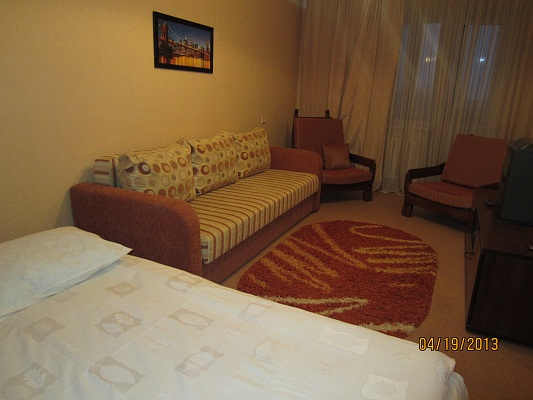 1-комнатная квартира посуточно в Ровно. ул. Богоявленская (Черняка), 4. Фото 1