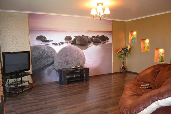 2-комнатная квартира посуточно в Харькове. Киевский район, ул. Академика Барабашова, 30. Фото 1