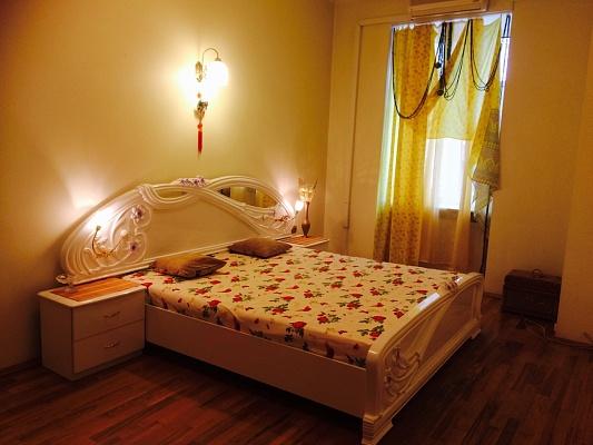 3-комнатная квартира посуточно в Львове. Галицкий район, пр.Свободы, 47. Фото 1
