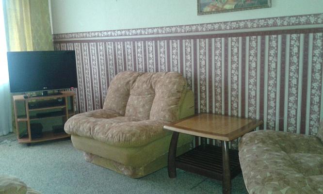 2-комнатная квартира посуточно в Чернигове. Новозаводской район, пр-т Мира, 35. Фото 1