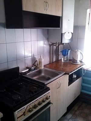 2-комнатная квартира посуточно в Бердянске. ул. Роза Люксембург, -. Фото 1