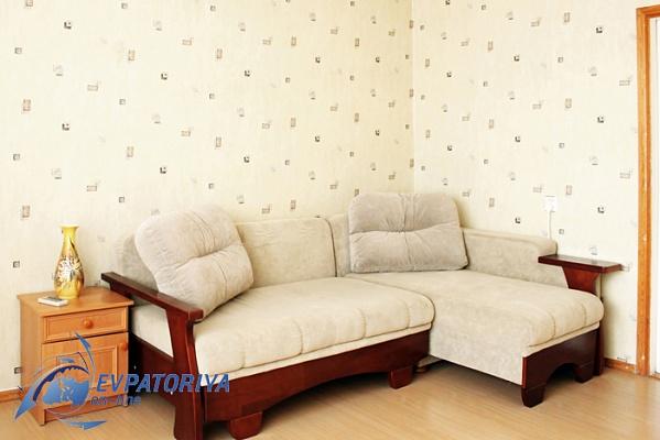 3-комнатная квартира посуточно в Евпатории. ул. Демишева, 115. Фото 1