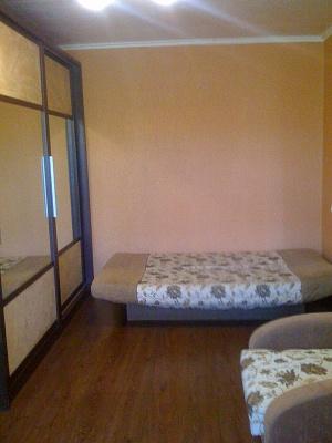1-комнатная квартира посуточно в Ильичёвске. ул. Александрийская, 9. Фото 1