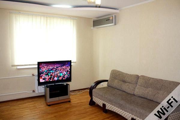 3-комнатная квартира посуточно в Харькове. Дзержинский район, Гвард. Широнинцев, 55. Фото 1