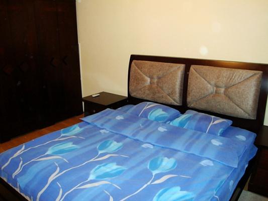 2-комнатная квартира посуточно в Днепропетровске. Ленинский район, ул. Дзержинского, 19. Фото 1
