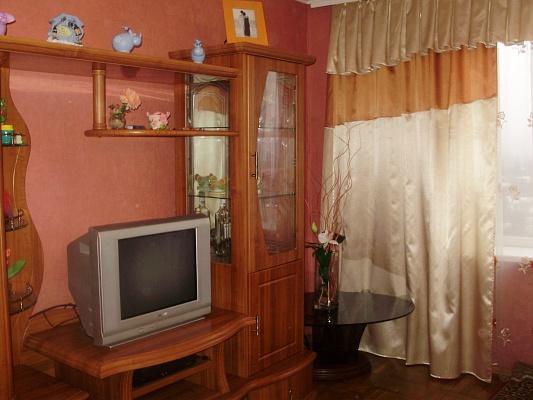 2-комнатная квартира посуточно в Чернигове. Новозаводской район, ул. Богунского, 46. Фото 1