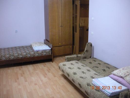 1-комнатная квартира посуточно в Берегово. ул. Мукачевская, 36. Фото 1