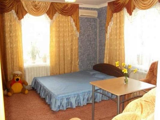 2-комнатная квартира посуточно в Алуште. ул. 15-го Апреля, 13. Фото 1