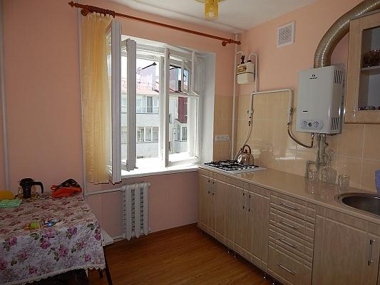 1-комнатная квартира посуточно в Феодосии. ул. Старшинова, 10. Фото 1