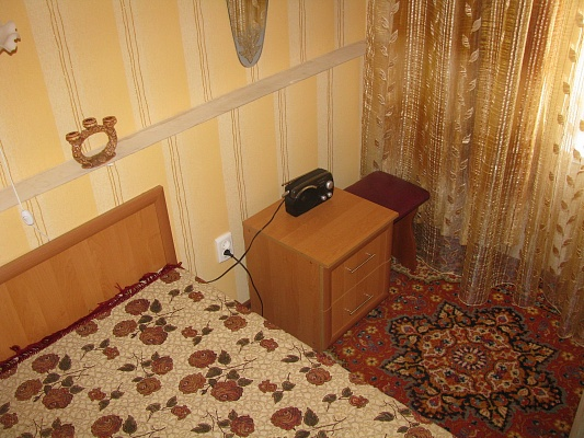 2-комнатная квартира посуточно в Кривом Роге. Центрально-Городской район, ул. 10-летия Октября, 4. Фото 1
