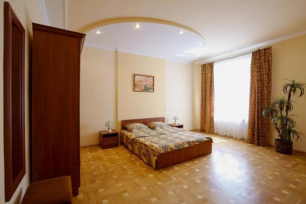 3-комнатная квартира посуточно в Львове. Галицкий район, ул. Дудаева, 12. Фото 1