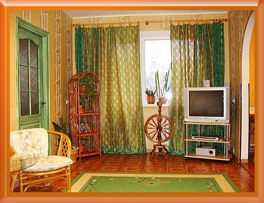 2-комнатная квартира посуточно в Чернигове. Деснянский район, ул. Полуботка, 12. Фото 1