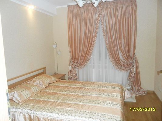 3-комнатная квартира посуточно в Киеве. Днепровский район, ул. Луначарского, 24. Фото 1
