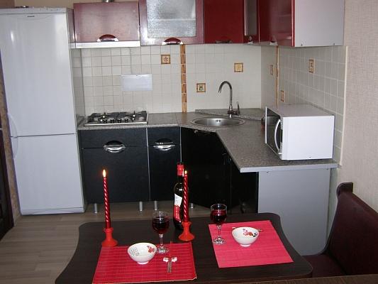 1-комнатная квартира посуточно в Мариуполе. ул. Кронштадтская, 1. Фото 1