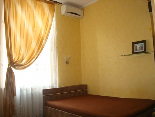 1-комнатная квартира посуточно в Одессе. Приморский район, ул. Греческая, 35. Фото 1