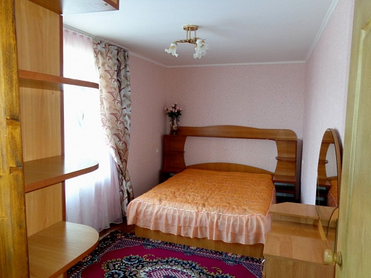 2-комнатная квартира посуточно в Хмельнике. ул. Котовского, 20. Фото 1