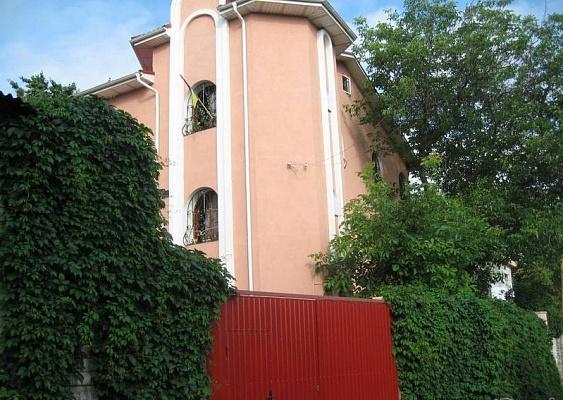 Дом  посуточно в Киеве. Голосеевский район, Холмогорская. Фото 1