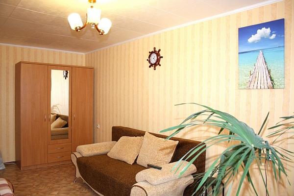 1-комнатная квартира посуточно в Симферополе. Киевский район, ул. Кечкеметская, 101. Фото 1
