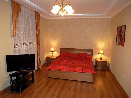 2-комнатная квартира посуточно в Севастополе. Ленинский район, ул. Генерала Петрова, 6а. Фото 1