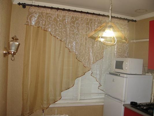 2-комнатная квартира посуточно в Чернигове. Новозаводской район, пр-т Мира, 50. Фото 1
