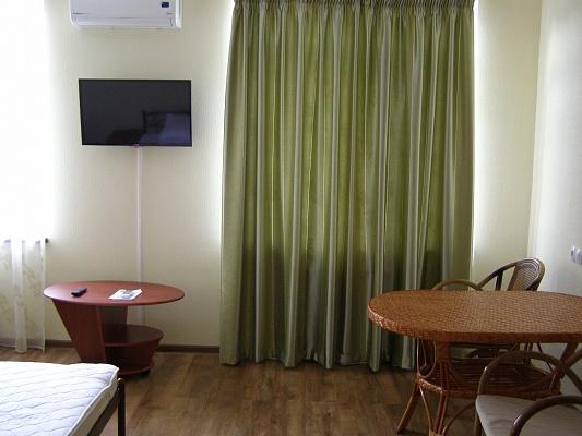 2-комнатная квартира посуточно в Бердянске. ул. Мазина, 17. Фото 1