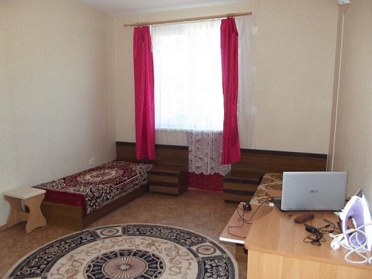 2-комнатная квартира посуточно в Феодосии. Симферопольское шоссе, 41. Фото 1
