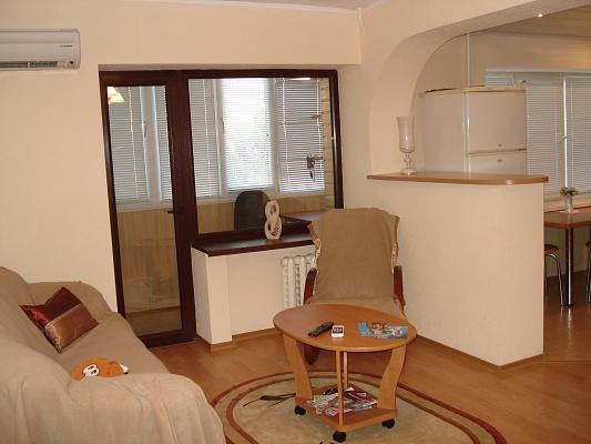2-комнатная квартира посуточно в Донецке. Калининский район, пр.Ильича, 81/166. Фото 1