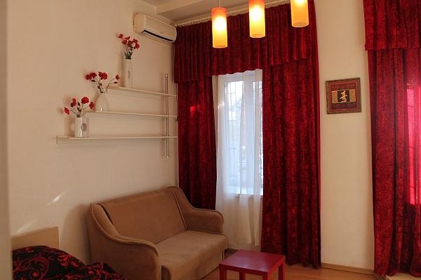 1-комнатная квартира посуточно в Одессе. Приморский район, пл. Соборная, 14. Фото 1