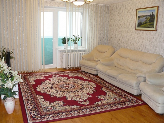 2-комнатная квартира посуточно в Чернигове. Новозаводской район, Гвардейской Армии 4, 1-й. Фото 1