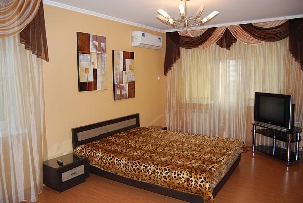 2-комнатная квартира посуточно в Киеве. Соломенский район, ул. Липковского, 3. Фото 1