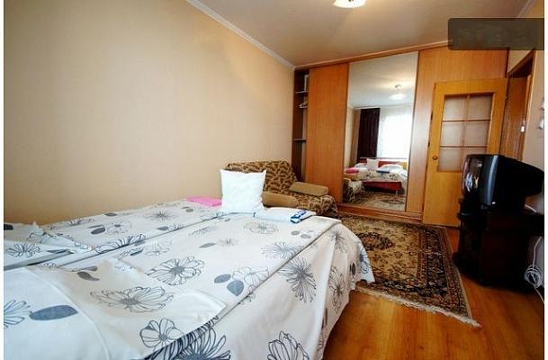 1-комнатная квартира посуточно в Киеве. Дарницкий район, ул. Драгоманова, 14а. Фото 1