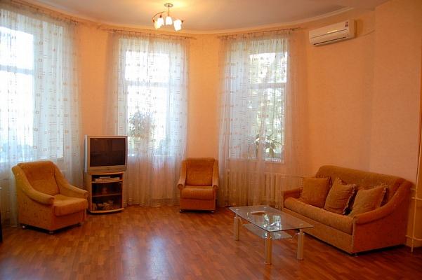 1-комнатная квартира посуточно в Одессе. Приморский район, ул. Преображенская, 2. Фото 1