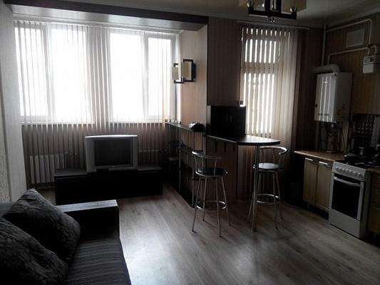 1-комнатная квартира посуточно в Севастополе. Гагаринский район, пр-т Античный, 68. Фото 1