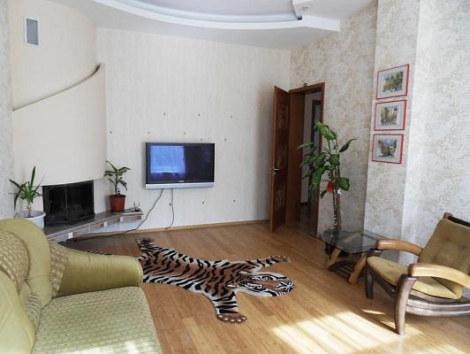 2-комнатная квартира посуточно в Евпатории. ул. Фрунзе, 35. Фото 1