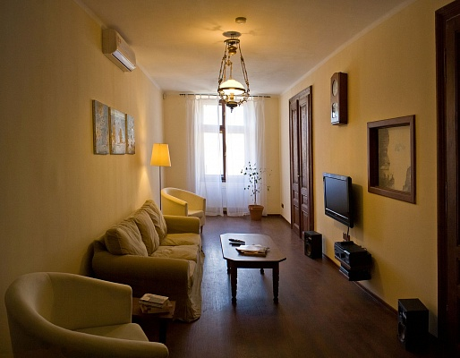 3-комнатная квартира посуточно в Львове. Галицкий район, пл. Рынок, 20. Фото 1
