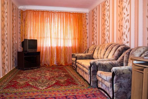 2-комнатная квартира посуточно в Мелитополе. ул. Казарцева, 10. Фото 1