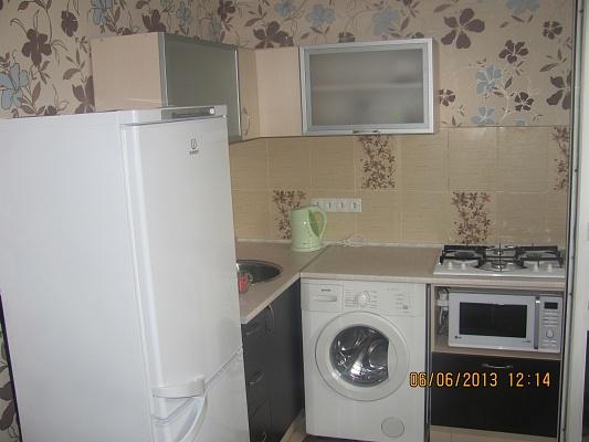 1-комнатная квартира посуточно в Луганске. Ленинский район, ул. Советская, 94. Фото 1