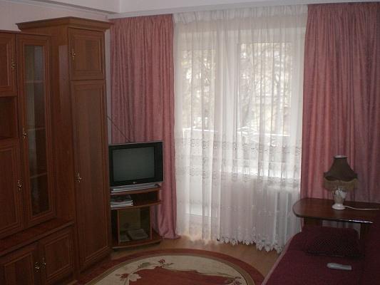 1-комнатная квартира посуточно в Киеве. Соломенский район, ул. Соломенская, 38. Фото 1