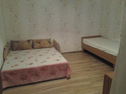 2-комнатная квартира посуточно в Евпатории. ул. 13 Ноября, 15. Фото 1