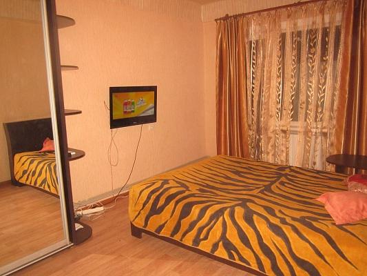 2-комнатная квартира посуточно в Артемовске. ул. Леваневского, 103. Фото 1