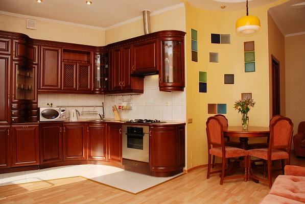 3-комнатная квартира посуточно в Киеве. Печерский район, ул. Бассейная, 13. Фото 1