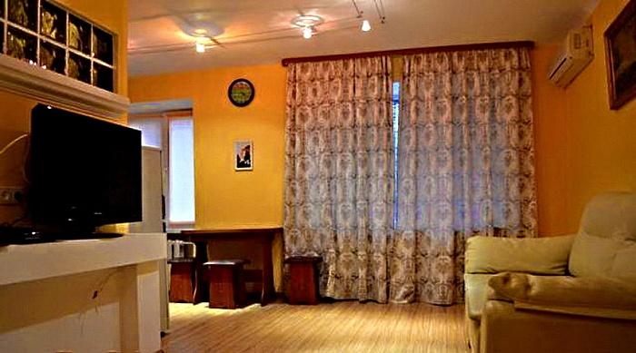 2-комнатная квартира посуточно в Запорожье. Орджоникидзевский район, пр-т Маяковского, 16. Фото 1