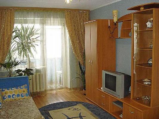 1-комнатная квартира посуточно в Артемовске. ул. Независимости (Советская), 27. Фото 1
