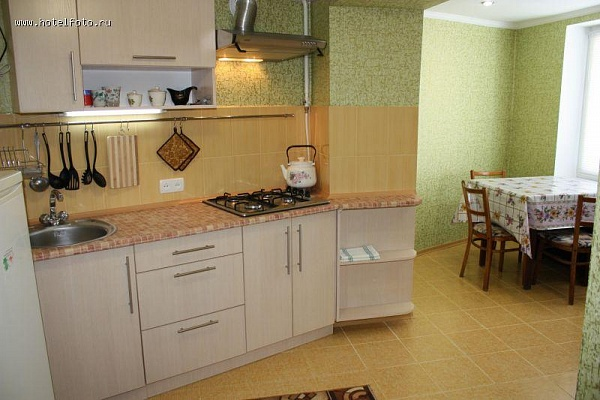 2-комнатная квартира посуточно в Евпатории. ул. Тучина, 33. Фото 1