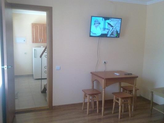 2-комнатная квартира посуточно в Саках. ул. 13 Апреля, 1. Фото 1