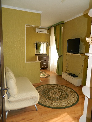 1-комнатная квартира посуточно в Севастополе. Ленинский район, Велика Морьска, 48. Фото 1