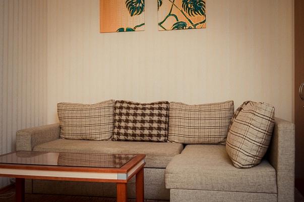 2-комнатная квартира посуточно в Чернигове. Деснянский район, ул. Коцюбинского, 69. Фото 1