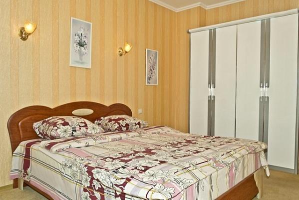 3-комнатная квартира посуточно в Киеве. Днепровский район, б-р Верховного Совета, 14Б. Фото 1
