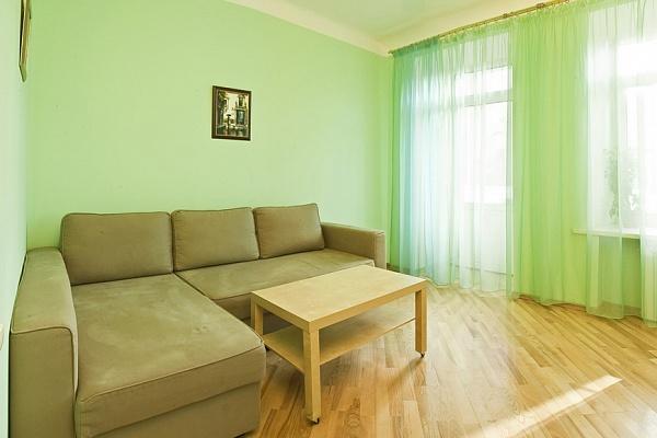 1-комнатная квартира посуточно в Днепропетровске. Кировский район, пр-т Кирова, 121б. Фото 1
