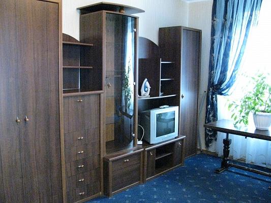 2-комнатная квартира посуточно в Луцке. ул. Гордиюк, 43. Фото 1